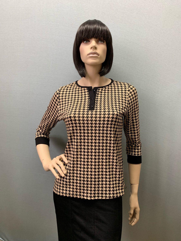 Фото блузка, состав 92% вискоза , 8% эластан, рукав: втачной ,3/4, с манжетой, размеры 46-54, артикул 690-3