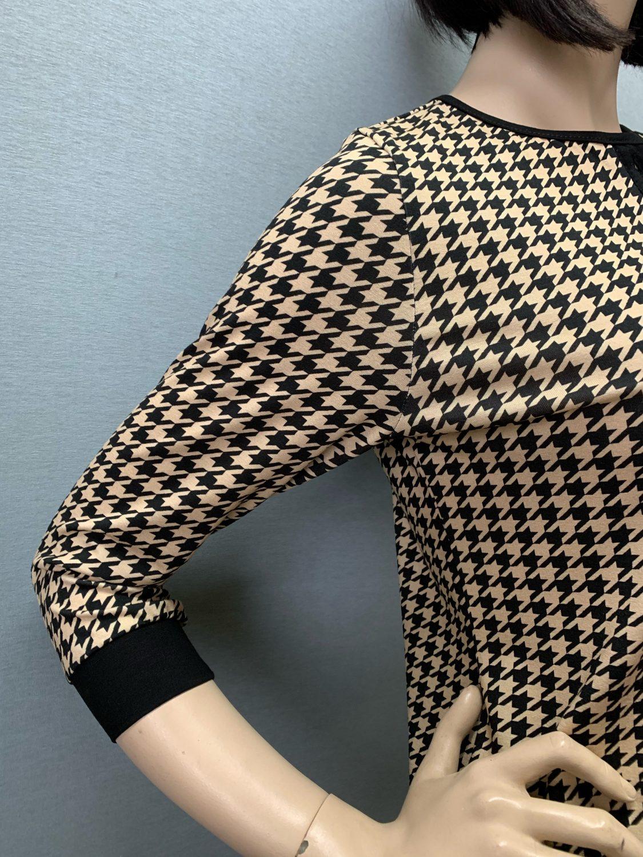 Фото блузка, состав 92% вискоза , 8% эластан, рукав: втачной ,3/4, с манжетой, размеры 46-54, артикул 690-3-h